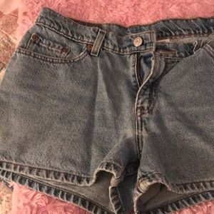 Levi denim shorts size 9 juniors